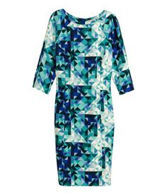 H&M Fitted dress in textured woven fabric with a printed pattern and 3/4-length raglan sleeves. Visible zip and slit at back. Unlined.