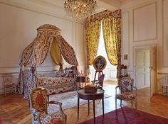 Château de Cazeneuve. Chambre Louis XVI