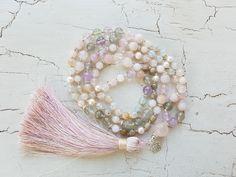 Mala Liebe Kette Diese Kette kann individuell bei uns bestellt werden! Pearl Earrings, Jewelry, Fashion, Pearls, Necklaces, Love, Schmuck, Moda, Pearl Studs