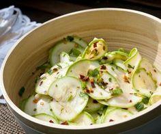 Saiba como fazer salada de abobrinha marinada
