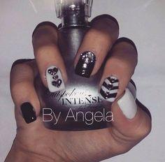 #black and #white #nail #art #vintage #hearts #glitter #rhinostones