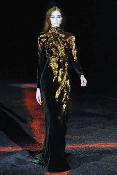 The Alexander McQueen 2007 Velvet Beaded Flame Gown for Holiday New! - Alexander McQueen 2007 Velvet Beaded Flame Gown Fashioned of soft bias cut deep forest green panne - Alexander Mcqueen Kleider, Alexandre Mcqueen, Alexander Mcqueen Couture, Alexander Mcqueen Savage Beauty, Alexander Mcqueen Dresses, Dior Haute Couture, Couture Mode, Style Couture, Couture Fashion