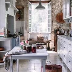 Instagram Rustic Kitchen, Country Kitchen, Kitchen Dining, Kitchen Decor, Room Kitchen, European House, French Country House, Cottage Kitchens, Home Kitchens