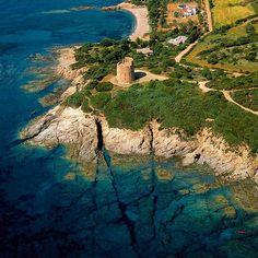 L'incredibile trasparenza dei fondali nei pressi della torre di San Giovanni di Sarrala nella marina di Tertenia - Sardegna