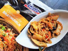Chinesische Bratnudeln von bofrost - Happi mit Silberschlappi Foodblogger, Pulled Pork, Japchae, Ethnic Recipes, Convenience Food, Chinese, Roast, Easy Meals, Food Food
