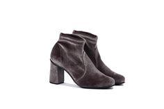 eco friendly stretch velvet ankle boots NR Rapisardi #nrrapisardi  #velluto #stivaletti #stretch #madeinitaly #tuscany #ecofriendly #velvet #taupe #stretch #fallwinter
