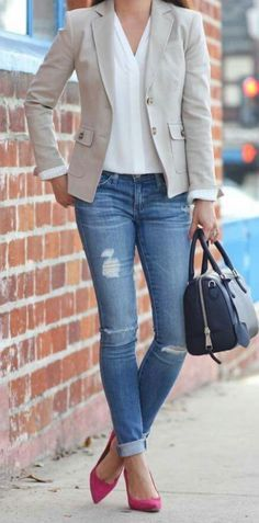 stylish spring work outfit with a blazer you should try Casual Work Outfit Winter, Casual Work Clothes, Fall Work Outfits, Jeans And T Shirt Outfit Casual, Women Work Outfits, Tan Blazer Outfits, Jeans Outfit For Work, Formal Casual Outfits, Casual Work Shoes
