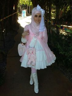 Wearing hijab is not beeing a lolita. Real muslimah dont wear it.