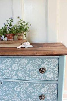 les meubles patines, comment relooker un meuble en bois de couleur bleu clair