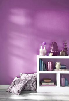 Decorating for 2014 should be simple and vibrant! Here's some great tips for decorating with Radiant Orchid - UtahHome.me