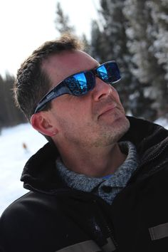 Neera Blue Blast (Blue Mirror) Fitovers by Jonathan Paul® are specifically designed to fit over your Rx glasses without looking like it. Over 150 styles, including durable polycarbonate mirror lenses in four colors - perfect for having fun in the winter sun!