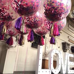 Big bouncing confetti balloons & a giant light up LOVE - perfect combo for a striking statement! From the fab Bubblegum Balloons & Vowed and Amazed Confetti Ballons, Bubblegum Balloons, Pink Balloons, Wedding Balloons, Tipi Wedding, Wedding Ideas, Park Weddings, Bubble Gum, Woodstock