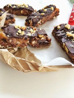 The Healthier Tash: Raw Snickers Slice