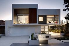 Modern facade of Contemporary style One27 Grovedale home by Mick Rule