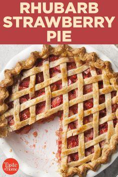 Rhubarb Strawberry Pie Source by taste_of_home Related posts: Strawberry-Rhubarb Pretzel Pie Rhubarb–Strawberry Pie Recipe Rhubarb Strawberry Pie for a Potluck Rhubarb and Strawberry Pie Rhubarb Recipes, Fruit Recipes, Pie Recipes, Dessert Recipes, Kreative Desserts, Mini Pumpkin Pies, Strawberry Rhubarb Pie, My Pie, Thing 1
