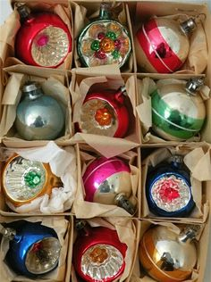 Bright and shiny Christmas decorations - vintage Vintage Christmas Ornaments, Retro Christmas, Christmas Decorations, Glass Ornaments, Christmas Baubles, Christmas Past, All Things Christmas, Xmas, Childhood Toys