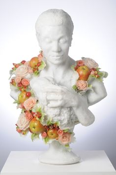 Autorką tych rzeźb jest brytyjska artystka Rebecca Stevenson (ur. 1971). Rebecca serwuje dziwaczną ucztę rokoko. Każda jej praca wa...