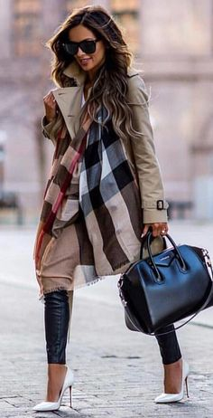#spring #outfits woman wearing brown coat and blue pants. Pic by @newyorklife_style