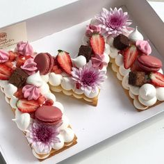 How to make the hottest trend in desserts right now, the cream tart! Pretty Cakes, Beautiful Cakes, Amazing Cakes, Cookies Et Biscuits, Cake Cookies, Cupcake Cakes, Pasta Sable, Alphabet Cake, Biscuit Cake
