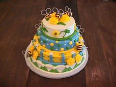 Cute bumble bee cake