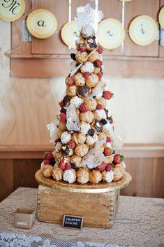 フランスのウェディングケーキ♡美味しくて可愛いクロカンブッシュって??にて紹介している画像 もっと見る