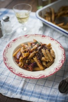 One Pan Mushy Tomato & Garlic Penne Pasta...A cheap & easy midweek supper! | DonalSkehan.com