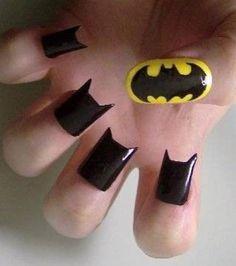 Rendez vos ongles héroïques avec ce nail art façon Batman♡