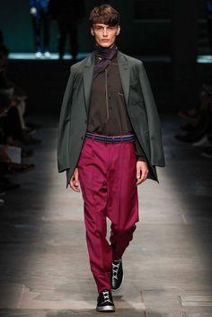 See all the Collection photos from Ermenegildo Zegna Spring/Summer 2015 Menswear now on British Vogue Milan Men's Fashion Week, Men Fashion Show, Mens Fashion, Ss15 Fashion, High Fashion, Mens Trends, 2015 Trends, Menswear Trends, Vogue Paris
