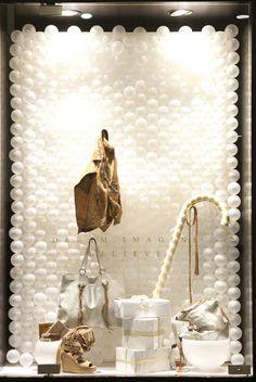 Natal é festa no varejo e a decoração da loja sempre gera ansiedade. A  Vitrine…