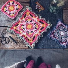 Today is the day of the pre-release! First part is live in magazine and as soon as I've stalked my mailman I'll show you. Butterfly Effect, Crochet Squares, Stitches, Bohemian Rug, Knit Crochet, Free Pattern, Crochet Patterns, Corner, Magazine