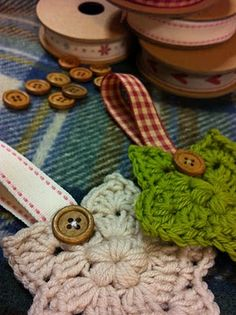 Simple crochet pattern for a star but Tea at Weasels added a cute wooden button and ribbon. These would make a great garland for your mantle this Holiday. #christmas #craft @Tea at Weasel's
