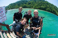 A quick snap shot of Richard and his PADI Advanced Open Water Diver students before they giant stride off the edge of the jetty for their first dive! :D