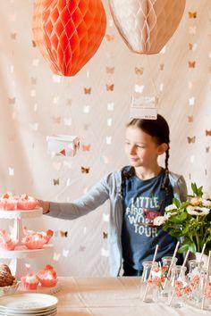 diy hot air balloon party decor - cut honeycomb balls to shape
