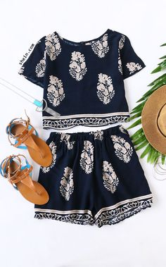 Online shopping for Navy Short Sleeve Leaves Print Crop Top With Shorts Suits from a great selection of women's fashion clothing & more at MakeMeChic. Summer Wear, Spring Summer Fashion, Spring Outfits, Look Fashion, Fashion Outfits, Womens Fashion, Short Fille, Pijamas Women, Casual Outfits