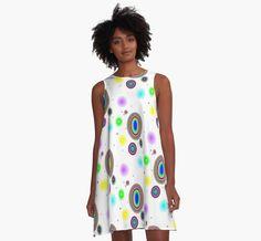 """Robe décoré avec mon dessin numérique que j'ai appelé """"Circles d'arc-en-ciel""""…"""