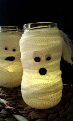 """DIY- Halloween Dekoration """"MUMIE"""" aus Marmeladengläsern in nur 2 Minuten In this tutorial I will show you how you can easily make cheap Halloween decorations yourself. These funny mummy lanterns can b Cheap Halloween Decorations, Halloween Crafts For Kids, Fun Crafts For Kids, Diy For Kids, Halloween Party, Family Halloween, Holiday Crafts, Halloween Appetizers, Halloween Horror"""