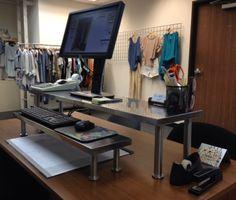 tuo takana näkyvä metalliruudukko vaatteiden ripustukseen - loistava!!! http://www.ikeahackers.net/2013/12/ikea-hacked-standing-desk.html My Ikea Hack Standing Desk