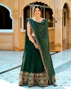 Best Bridal Lehenga designs this wedding season! Mehendi Outfits, Indian Bridal Outfits, Indian Bridal Wear, Indian Designer Outfits, Designer Dresses, Indian Designers, Designer Bridal Lehenga, Bridal Lehenga Choli, Bollywood Lehenga