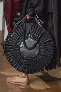 Now this is a fashion statement! Stella McCartney at Paris Fashion Week Spring 2020 - Details Runway Photos Uk Fashion, Fashion Bags, Paris Fashion, Tennis Fashion, Fashion Weeks, Fashion Spring, Tote Handbags, Purses And Handbags, Stella Mccartney