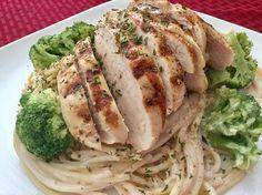 Chicken and Broccoli Alfredo Pasta Broccoli Alfredo, Great Recipes, Spaghetti, Pasta, Meat, Chicken, Big, Ethnic Recipes, Food