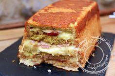 Il y a longtemps que les croque-cakes ont envahi la blogosphère et j'ai mis longtemps à y succomber.C'est finalement la version italienne présentée dans le Cuisine actuelle du mois de juin qui a fi… Pizza Cake, Sandwich Cake, Sandwiches, Brunch, Food Inc, Cuisine Diverse, Crepe Cake, No Bake Pies, Omelette