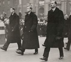 Prince Edward of Wales (Center) with siblings, prince Albert en prince Henry, funeral King George V, 1936