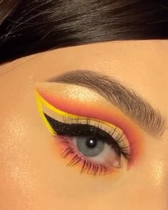 So pretty!                                By: @anastasiabeverlyhills Eyeliner For Almond Eyes, Perfect Winged Eyeliner, Winged Eyeliner Stamp, Winged Eyeliner Tutorial, Eyeliner Images, Eyeliner Types, Eyeliner Looks, No Eyeliner Makeup, Emo Makeup