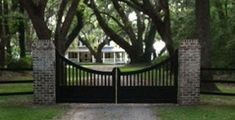 Wood Gate Designs to Beautify Your Home Wood Fence Gate Designs, Wood Fence Gates, Gates And Railings, Wooden Gates, Fencing, Farm Entrance, Entrance Signage, Driveway Entrance, Garden Entrance
