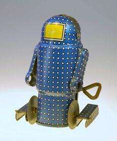Vintage Tin Toy Windup Robot, via Flickr.