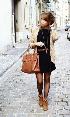 Look: Vestido Preto + Tricot Bege