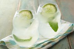 1pkt. (makes 2 qt. drink) or 2 pkt. (makes 1 qt. drink each) CRYSTAL LIGHT Lemonade Flavor Drink Mix*2-1/2cups cold water1/2cup rum3cups cold club soda6 fresh mint sprigs1 lime, cut into 6 slices