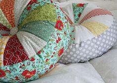 Le tutoriel pour un coussin rond en patchwork.