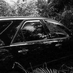 【escapetrail】さんのInstagramをピンしています。 《#黒#ブラック#車#森#草むら#光と影#白黒写真#モノクロ写真#ローキー#black#car#forest#Tussock#bush#lightandshadow#monochrome#blackandwhitephotography#rocky》