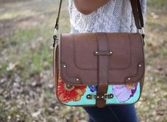 DIY Decoupage Floral Bag via Honestly, WTF Whether you've got a thrifted bag that has a few signs of wear? Or you just want to update your own, this DIY is definitely a winner. Diy Moda, Floral Shoulder Bags, Diy Fashion Projects, Fashion Ideas, Diy Projects, Diy Sac, Diy Accessoires, Diy Vetement, Do It Yourself Fashion